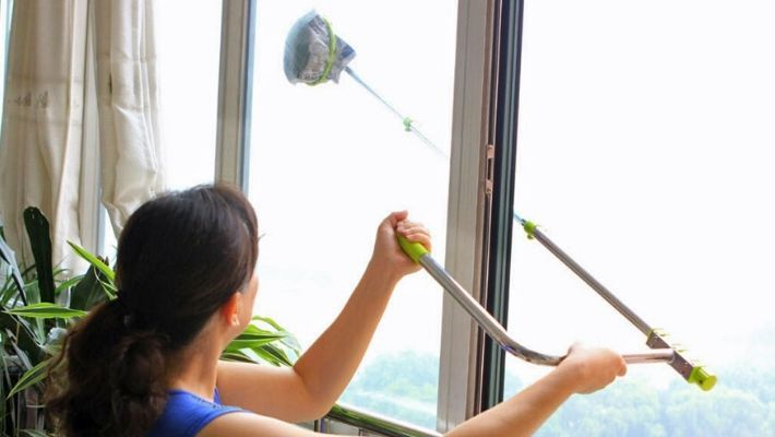 How to Clean Upstairs Windows From Inside